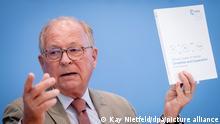Wolfgang Ischinger, Vorsitzender der Münchner Sicherheitskonferenz, stellt den Munich Security Report 2021 in der Bundespressekonferenz vor.