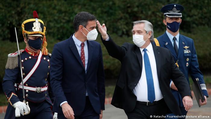 Argentinien Präsident Alberto Fernandez und Pedro Sanchez (L) Ministerpräsident Spanien