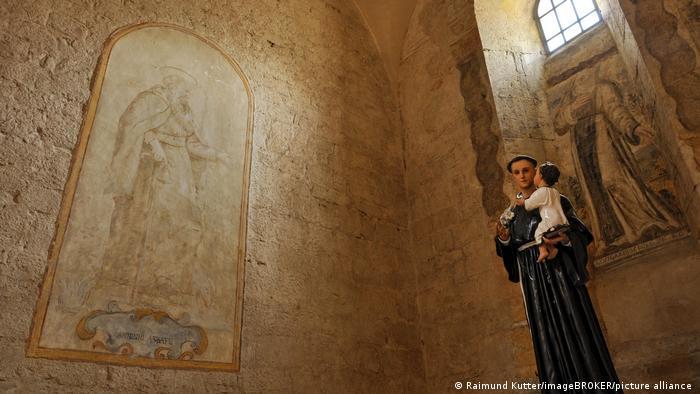 Изображения Антония Падуанского в аббатстве Фоссанова итальянском регионе Лацио