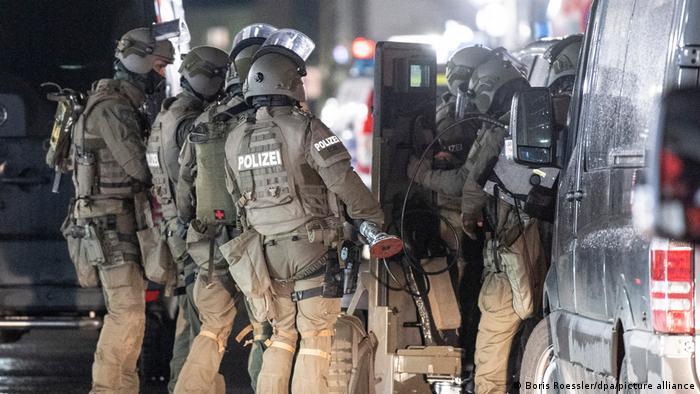SEK police officers