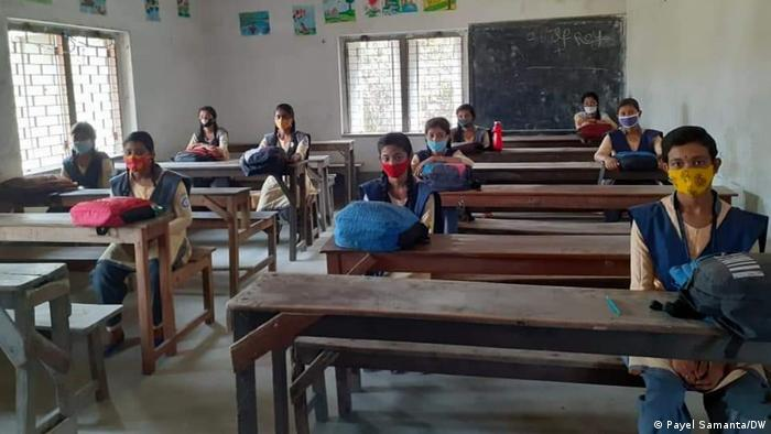 yIndien West Bengal | Regierung setzt Schulunterricht wegen Pandemie aus