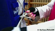 28.9.2020*** Parisa Farshidi und Kasra Mehdipournejad, Taekwondo-Athleten aus dem Iran, die nach Deutschland geflüchtet sind; hier beim Einkleiden mit der Taekwondo-Kampfausrüstung