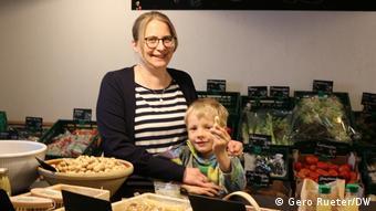 Кристина Йоханнсен с сыном