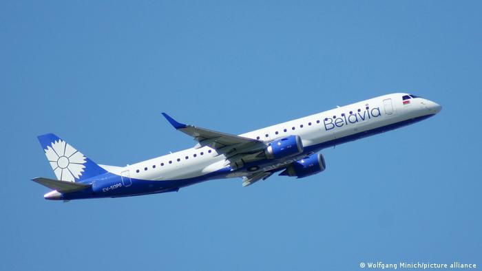 Самолет белорусской авиакомпании Belavia вылетает из аэропорта Франкфурта-на-Майне
