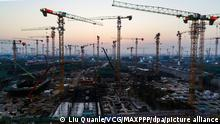 ©/MAXPPP - XIONG'AN, CHINA - AUGUST 22: Cranes stand at construction sites at the Xiong'an New Area, another new economic zone of national significance after the Shenzhen Special Economic Zone and the Shanghai Pudong New Area, on August 22, 2020 in Xiong'an New Area, Hebei Province of China. (Photo by Liu Quanle/VCG)
