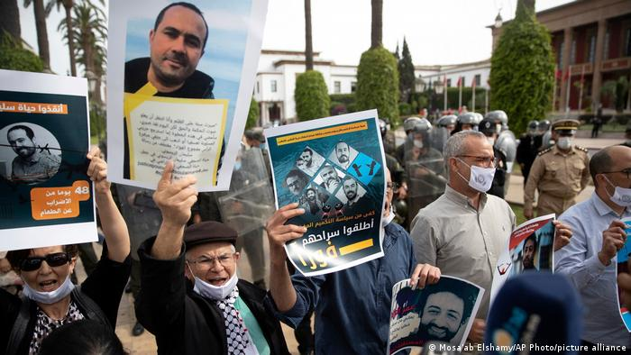 Moroccans protest against the incarceration of two journalists in 2021.