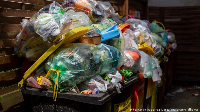 30 χρόνια ανακύκλωση πλαστικών συσκευασιών, κάδοι απορριμμάτων