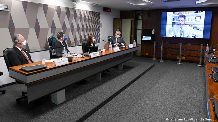 Claudio Maierovitch (esq) e Natalia Pasternak (c.) depõem à CPI da Pandemia