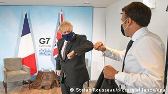 Борис Джонсон и Эмманюэль Макрон на саммите G7