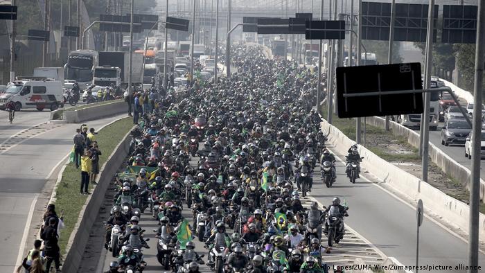 Brasilien Motorradfahrer marschieren in Sao Paulo zu Gunsten der Regierung Bolsonaro