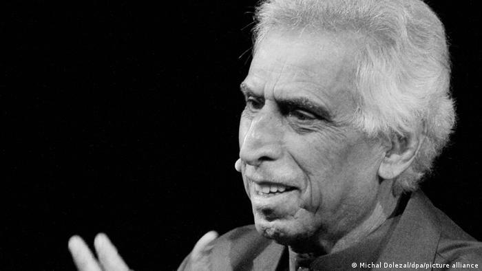 الشاعر العراقي سعدي يوسف يفارق الحياة بعد صراع مع المرض