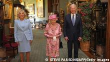 US President Joe Biden (R) and US First Lady Jill Biden (L) pose for a photograph with Britain's Queen Elizabeth II (C) in the Grand Corridor at Windsor Castle in Windsor, west of London, on June 13, 2021, before taking tea. - US president Biden will visit the queen at Windsor Castle late Sunday, where he and First Lady Jill Biden will take tea with the queen. (Photo by Steve Parsons / POOL / AFP) (Photo by STEVE PARSONS/POOL/AFP via Getty Images)