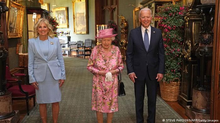 Presidente Joe Biden e primeira-dama Jill Biden com a rainha Elizabeth