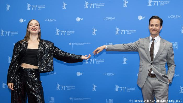 Actors Saskia Rosendahl, Tom Schilling posing at the Berlinale without touching each other.