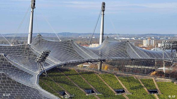 Das Olympiastadion im Olympiapark in Muenchen, (AP Photo/Christof Stache)