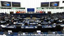 07/06/2021 Mitglieder des Europäischen Parlaments nehmen an der Eröffnung der Plenarsitzung des Europäischen Parlaments i teil. Das Europäische Parlament hält seine erste Sitzung in Straßburg seit Beginn der Corona-Pandemie ab. +++ dpa-Bildfunk +++