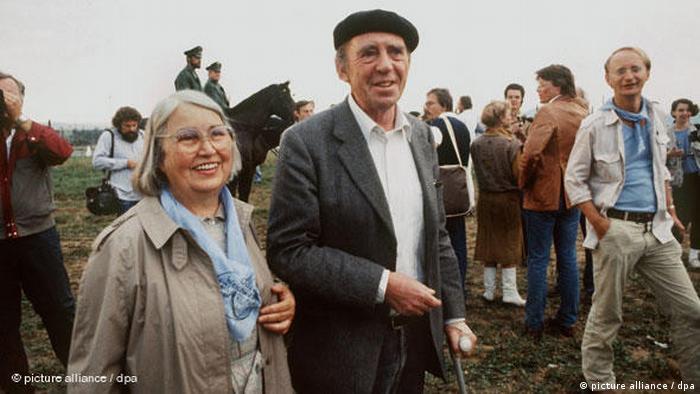 El 1 de septiembre de 1983 un Nobel se sumó a las protestas. Con su esposa y otros artistas, el escritor Heinrich Böll apoyó el bloqueo de los depósitos nucleares de EE. UU. en Mutlangen.