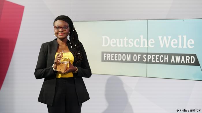 جایزه آزادی بیان سال ۲۰۲۱ دویچه وله به خبرنگار نیجریهای، توبوره اووریی تعلق گرفت