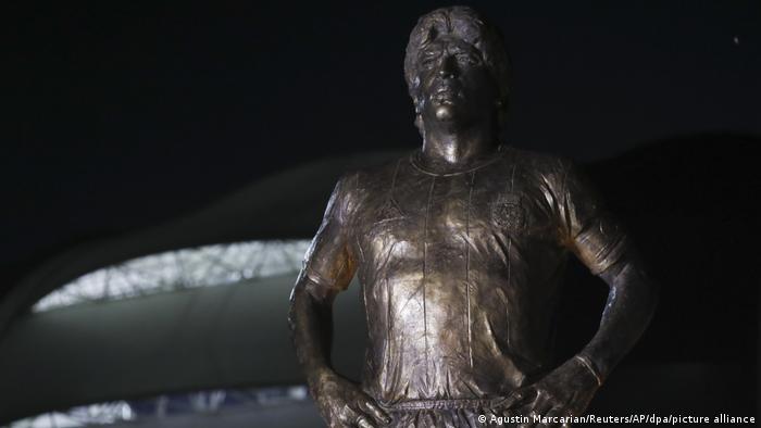 Statue der Fußballlegende Diego Maradona