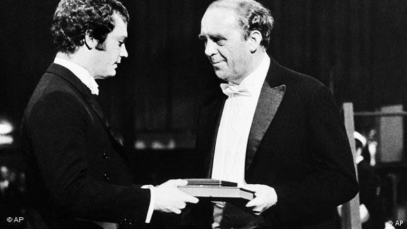 Heinrich Böll (r) received the Nobel Prize for Literature in 1972