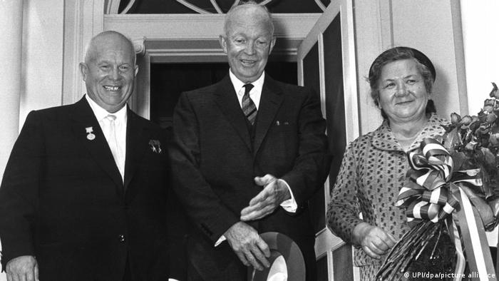 Никита Хрущев и его жена Нина с президентом США Дуайтом Эйзенхауэром