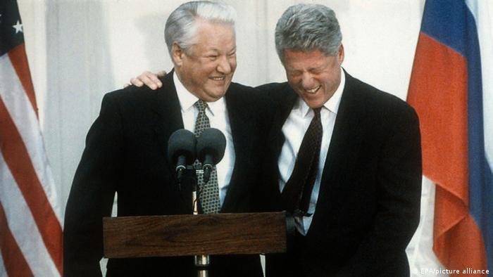 Борис Ельцин и Билл Клинтон на лужайке у Белого дома