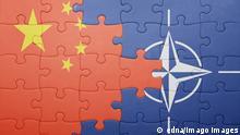 Quebra-cabeças com bandeiras da China e da Otan