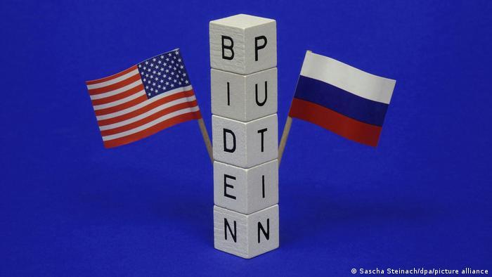 Flaggen von Russland und den USA