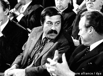 Verband Deutscher Вилли Брандт (справа) и Гюнтер Грасс на съезде Союза немецких писателей (21 ноября 1970 год)