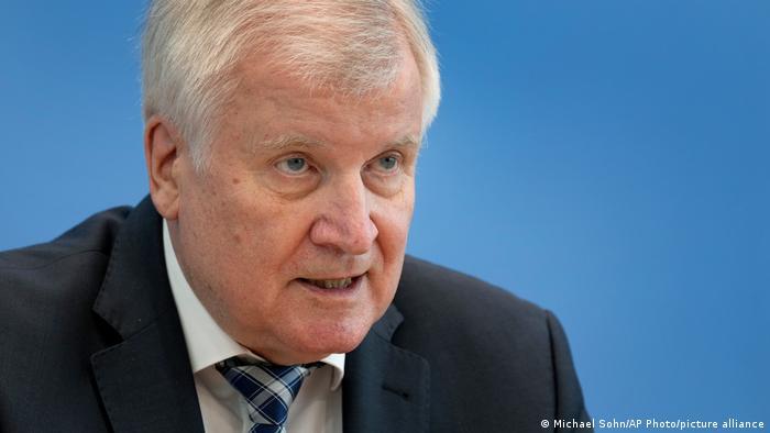 هورست زهوفر، وزیر کشور آلمان