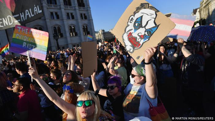 Protesti u Budimpešti protiv novog zakona o LGBTQ zajednici