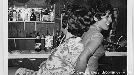 Chrysaugi Diederich com uma amiga numa festa em 1965