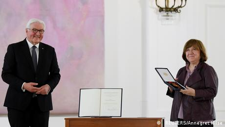Svetlana Alexievich receives the Grand Cross of the Order of Merit of the Federal Republic of Germany from German President Frank-Walter Steinmeier.