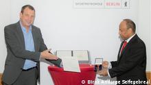 10.06.2021 Verleihung des Bundesverdienstkreuzes am Bande an Dr. Tsegaye Degineh