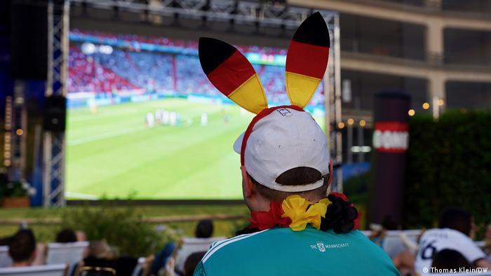 گرچه تیم ملی فوتبال آلمان نتیجه دیدار نخست خود در جام ملتهای اروپا را به تیم ملی فرانسه واگذار کرد، بازگشت حس همبستگی دوباره در میان طرفداران فوتبال در آلمان، با تماشای دستجمعی بازی، دوباره زنده شد.
