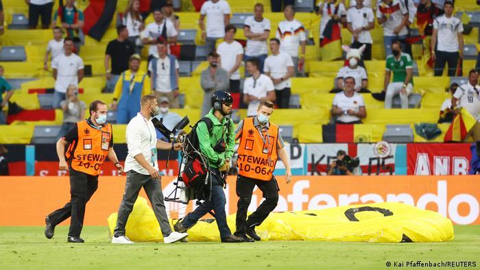 Deutschland München | UEFA Euro 2020 | Frankreich v Deutschland | Greenpeace Aktion