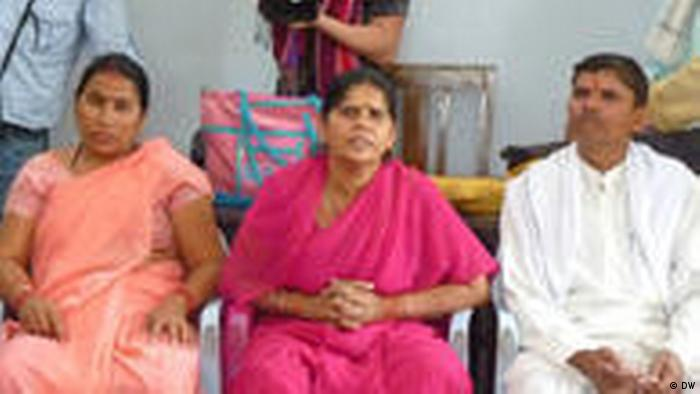 Gulabi Gang Frauengruppe Indien (DW)