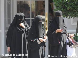 Women wearing the full Islamic veil on Avenue Montaigne in Paris