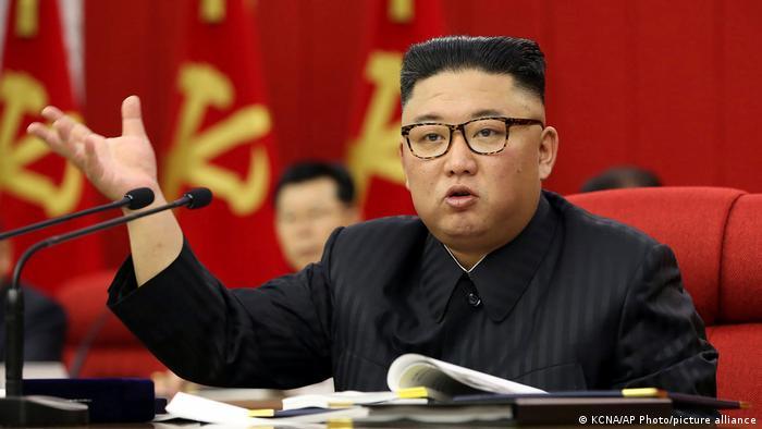 Лидер Северной Кореи Ким Чен Ын на съезде Трудовой партии КНДР в Пхеньяне, 15 июня 2021 года