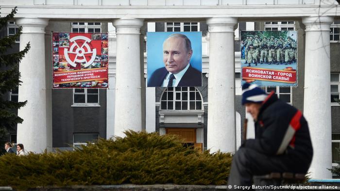 Росія роздала вже більше 600 тисяч своїх паспортів українським громадянам в ОРДЛО. На фото: місто Ясинувате в Донецькій області