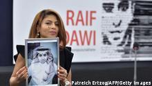 Frankreich Sacharow-Preis l Ensaf Haidar hält Bild von ihrem Mann Raif Badawi