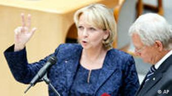 State Premier Hannelore Kraft being sworn in