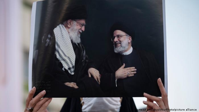 Ayetullah Ali Hamaney (solda) ve İbrahim Reisi