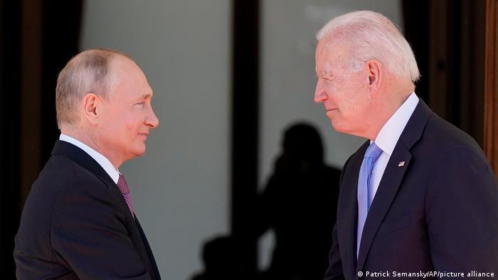 Rusya Devlet Başkanı Vladimir Putin ve ABD Başkanı Joe Biden Cenevre'de bir araya geldi