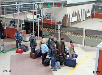 Картинки по запросу фото Беларусь очередь на паспортный контроль