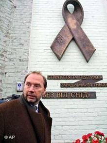 Пам'ятник померлим від СНІДу в Києві