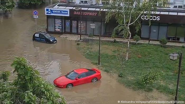 Затоплена вулиця в Керчі