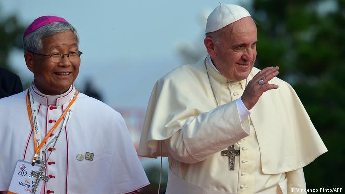 Papst Franziskus und Bishop Lazarus You Heung-sik