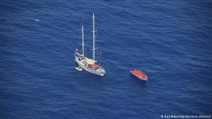 Deutsches Hilfsschiff rettet Bootsmigranten