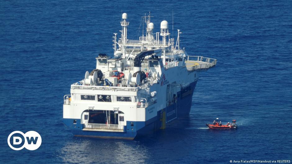 Hilfsschiffe bringen Hunderte Bootsmigranten nach Italien